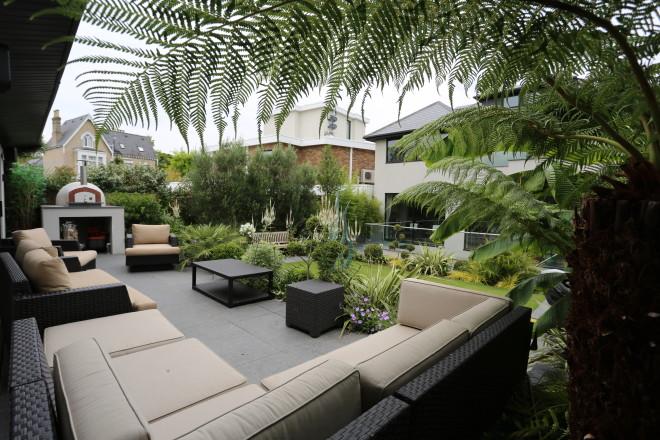 Contemporary garden landscaping in Richmond